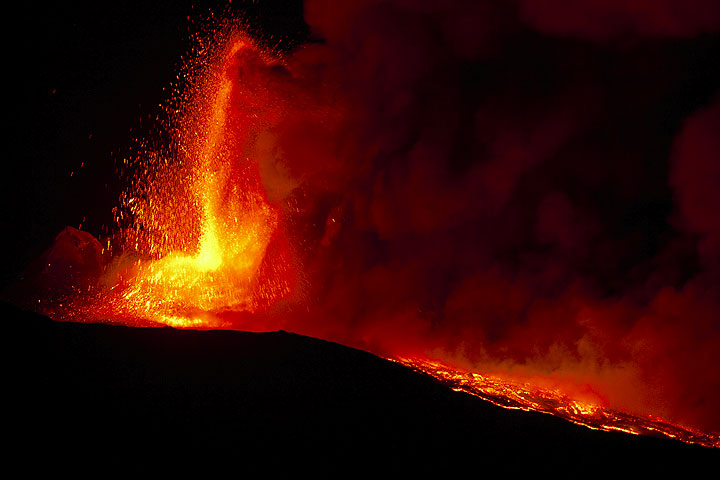 Lava fountains during the New SE crater paroxysm on 19 July 2011