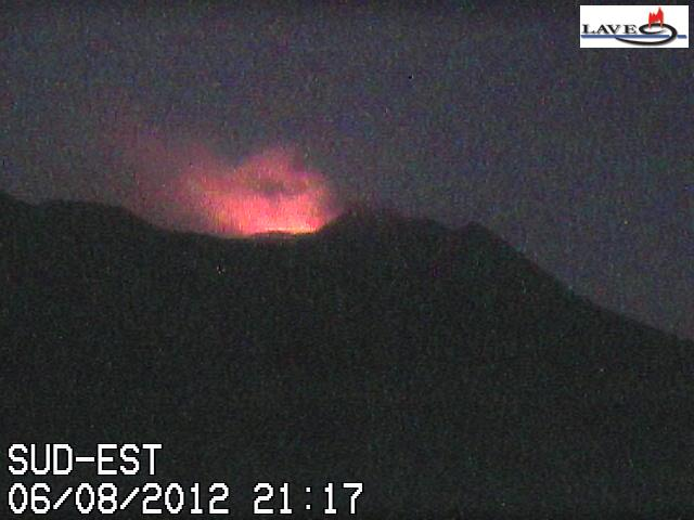 Glow from Bocca Nuova during 6-7 Aug (LAVE webcam)