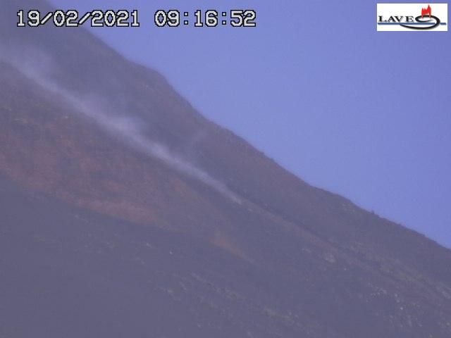 Blurry image of the LAVE webcam showing the lava flow as well