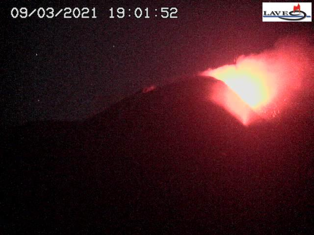 Strombolian activity at the New SE crater this evening (image: LAVE webcam on Schiena dell'Asino)