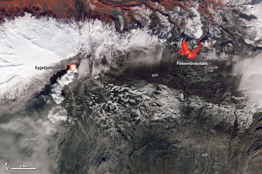 The image shows the two eruption sites, Eyjafjallajökull that started 14 April, and Fimmvörðuháls 20 March to 12 April. © NASA Earth Observatory.