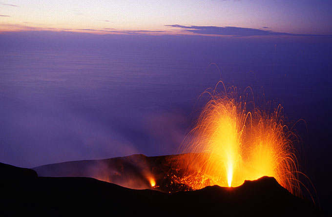 11 Oct 19h f=28mm from Pizzo. Simulatenous eruptions lasting half a minute from two vents in the NE crater.