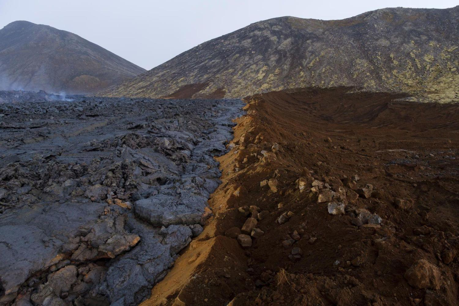 Moments before lava flows overflow defense barriers (image: @mblfrettir/twitter)