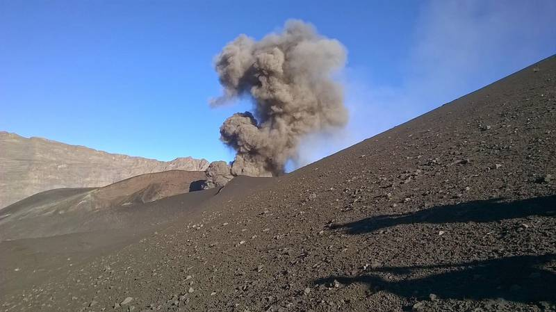 Mild strombolian explosion from Fogo on 21 Jan (image: OVCV)
