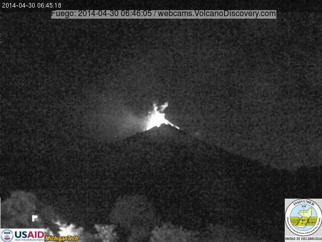 Strong strombolian eruption at Fuego this morning