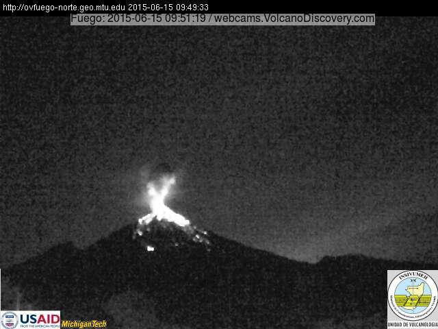 Strong strombolian explosion at Fuego this morning