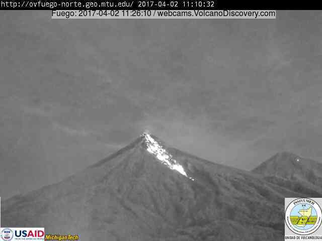 Lava flows on Fuego's eastern flank this morning (image: INSIVUMEH webcam from Reunion)