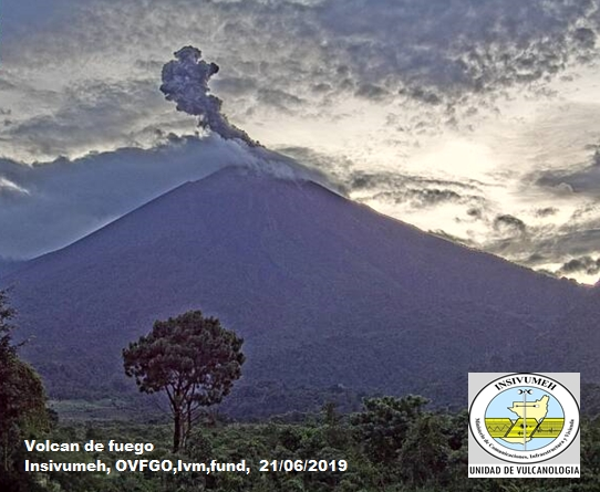 Eruption of Fuego today (image: INSIVUMEH)