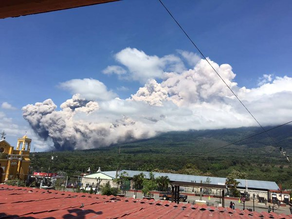 The pyroclastic flow observed from Alotenango. Image: CONRED