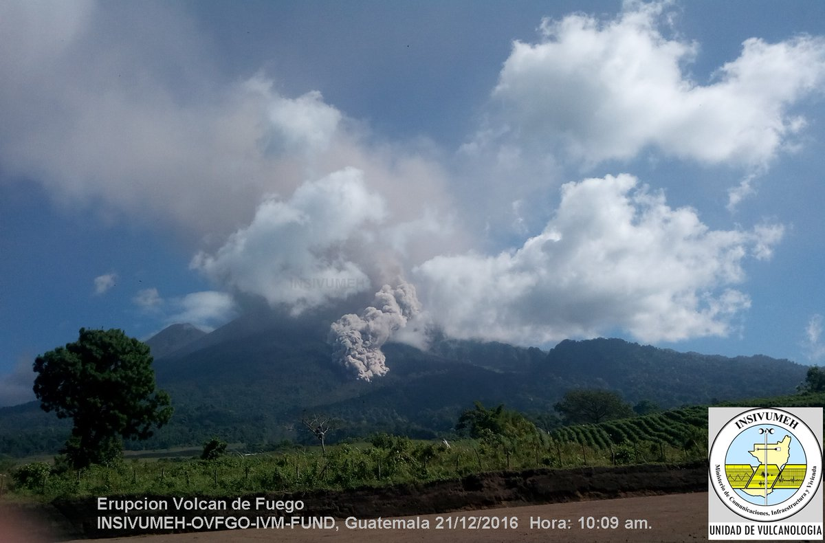Pyroclastic flow this morning at Fuego volcano (image: INSIVUMEH)