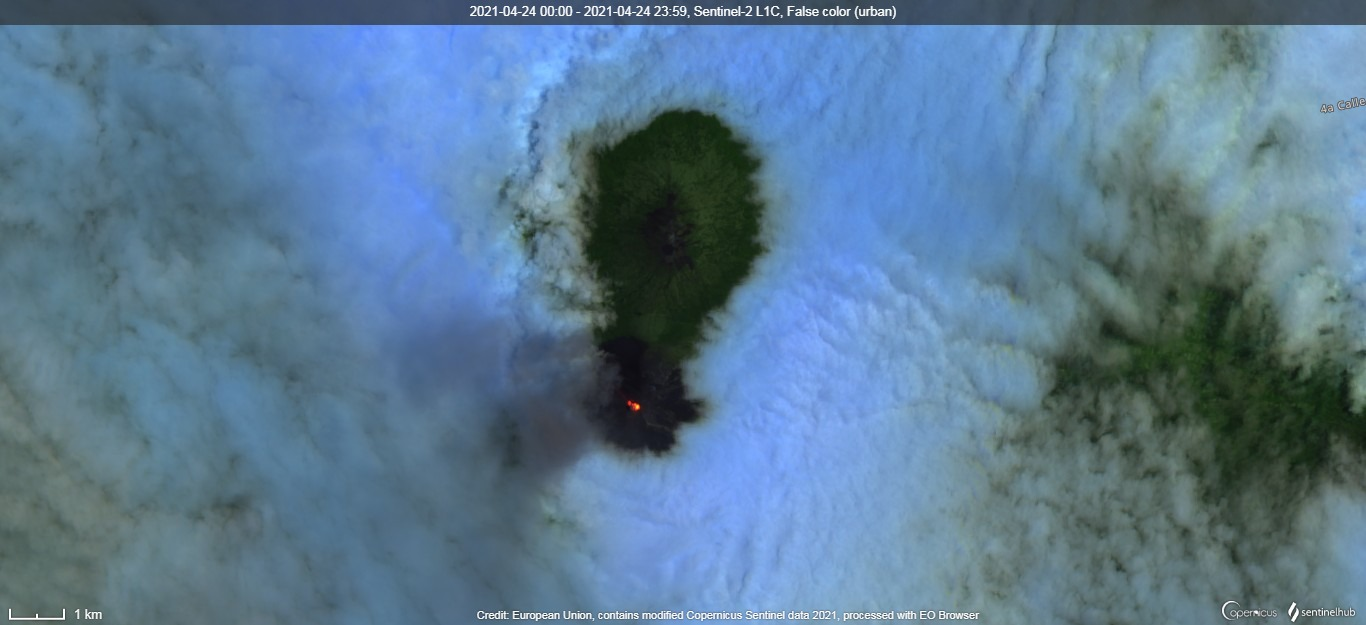 Glowing summit crater of Fuego volcano captured by satellite on 26 April (image: Sentinel 2)