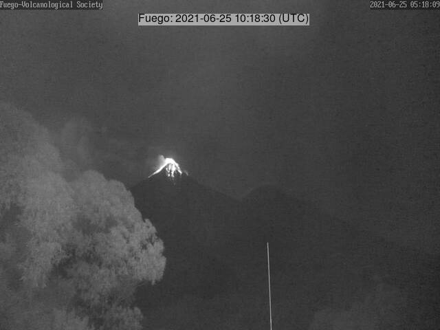 Glowing lava blocks roll down onto the slopes of Fuego volcano (image: Vulkanologische Gesellschaft)