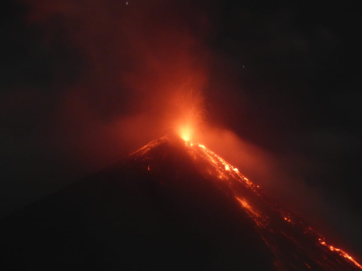 Lava flows at Fuego volcano today (image: @gchigna/twitter)
