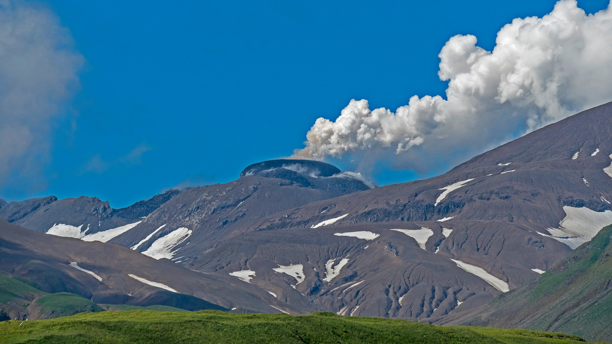 Great Sitkin Volcano's active lava dome on August 4, 2021 (Image: Dave Ward via AVO / facebook)