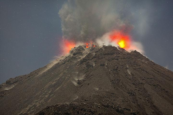 Eruption from Santiaguito volcano