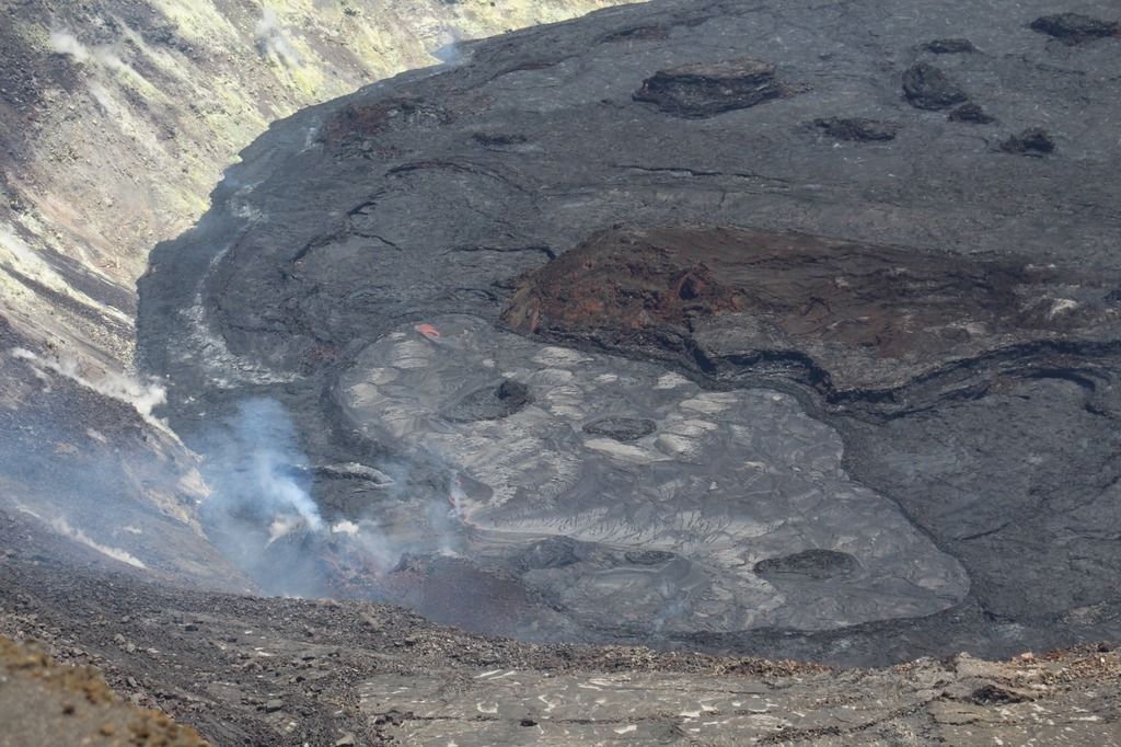The active lava lake and western vent, taken from the west rim of Halema'uma'u crater at Kīlauea summit (Image: USGS-HVO)