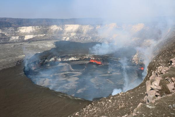 Halema'uma'us summit lava lake yesterday (image: HVO)