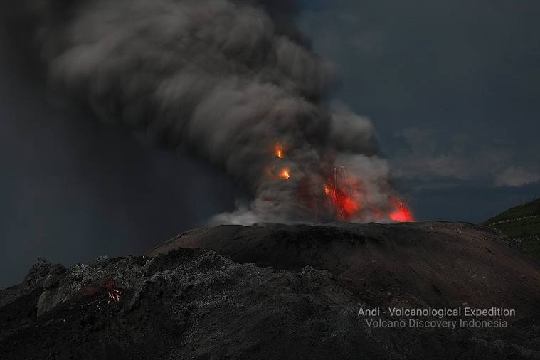 Ash eruption with volcanic lightning and the active lava flow at Ibu a few days ago (image: Andi Rosadi / VolcanoDiscovery Indonesia)