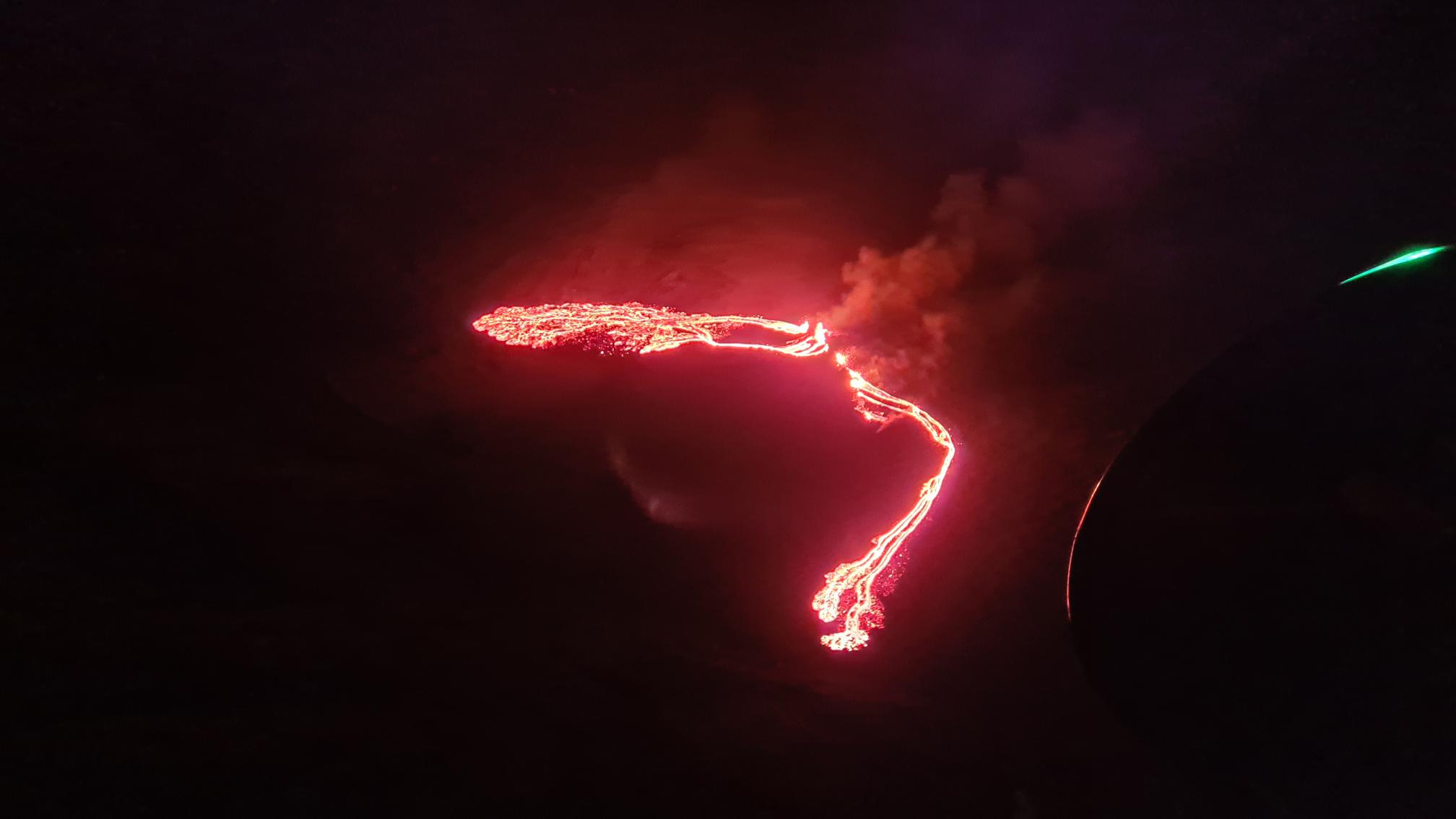 First view of the new eruption in Iceland (image: Coast Guard helicopter, via IMO / twitter).