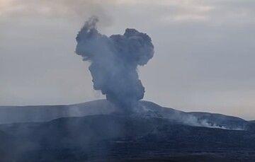 Ash venting this morning (image: mbl.is webcam, screenshot via vulkane.net)
