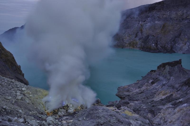 The crater lake Kawah Ijen on 7 April 2012 (photo: Andi / VolcanoDiscovery)