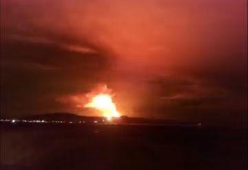 Glowing steam illuminates the sky over Grindavik (image: @Vedurstofan/twitter)