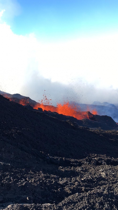 Photo of one of the eruptive fissures at 15:30 on 11 June (image © OVPF-IPGP)