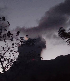 Eruption of Canlaon volcano yesterday evening (image: Canlaon Mountain Tigers SearchandRescue / facebook)
