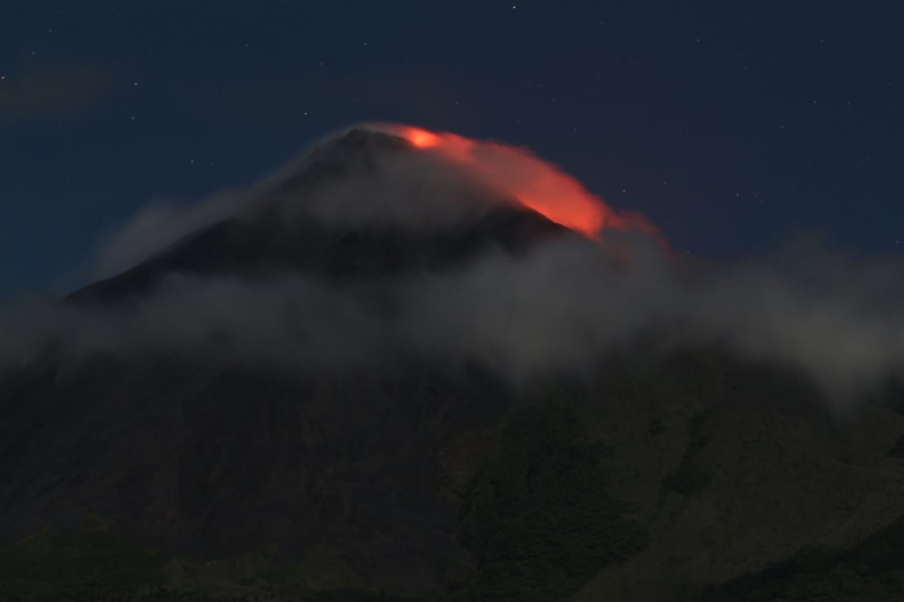 New lava flow on Karangetang volcano seen on 26 July 2019 (image: Andi / VolcanoDiscovery Indonesia)