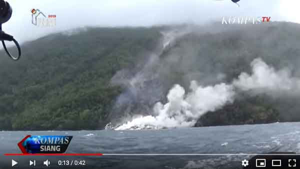 Active lava flow from Karangetang entering the sea (image: screenshot from embedded video by KompasTV)