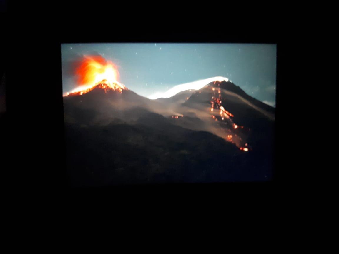 Eruption of Karangetang volcano this morning (image: Andi Rosadi / VolcanoDiscovery Indonesia)