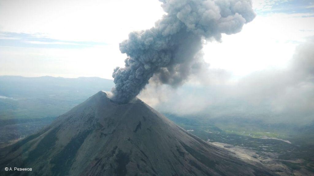 Dense and dark ash plume from Karymsky volcano on 9 July (image: KVERT)
