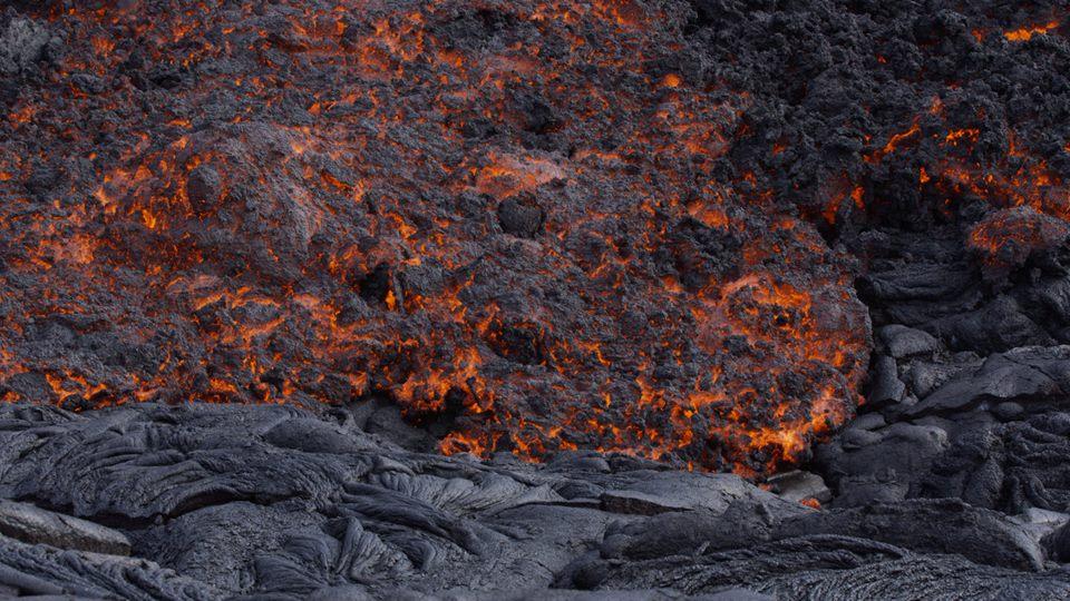 Lava flow on Kilauea yesterday (image: Michael Dalton)