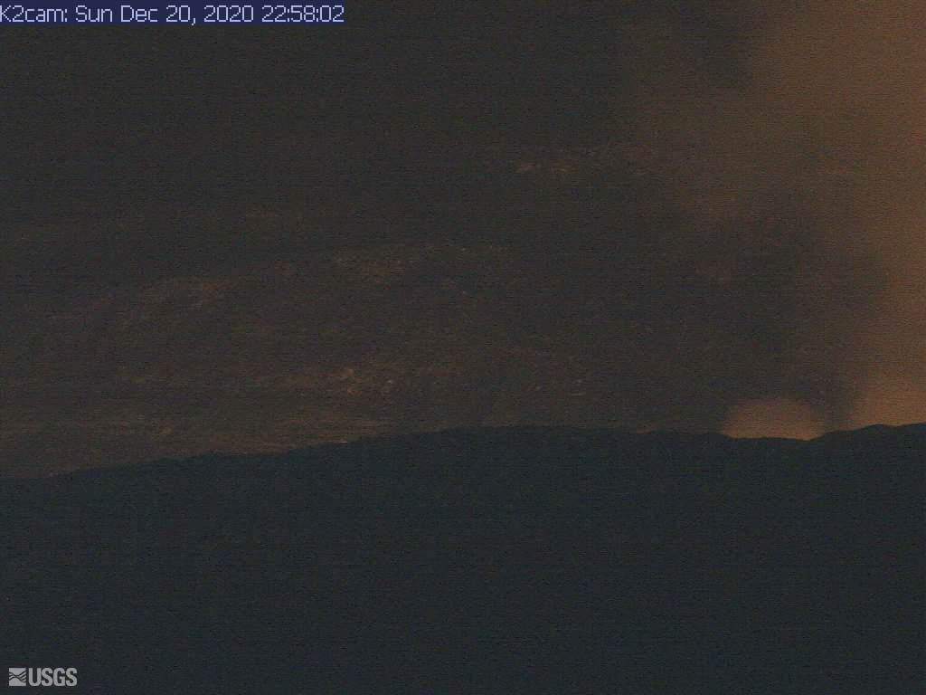 Weak glow is visible from the Kilauea caldera this morning (evening in Hawaii) (image: HVO / USGS)