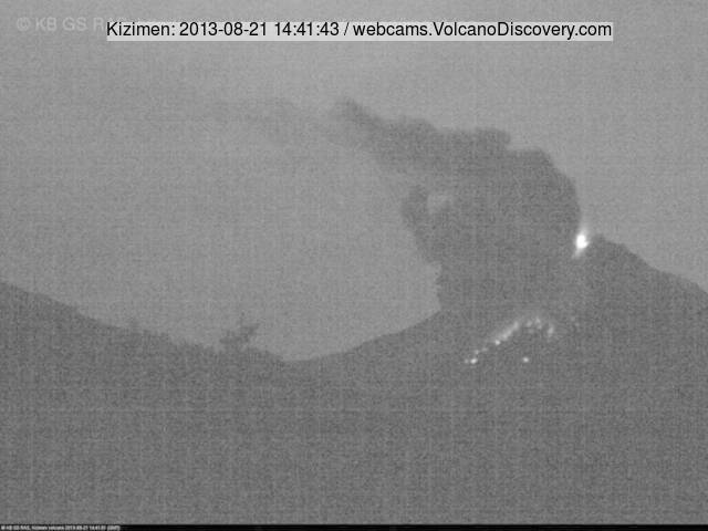 Glowing rock avalanche from Kizimen last night