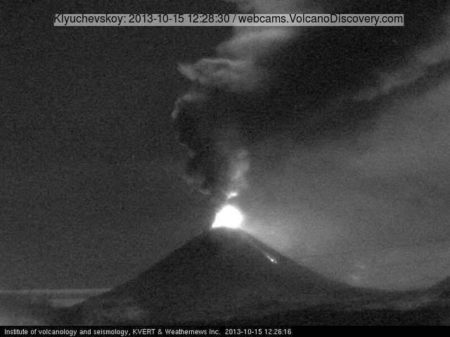 Klyuchevskoy volcano half an hour ago (KVERT webcam)