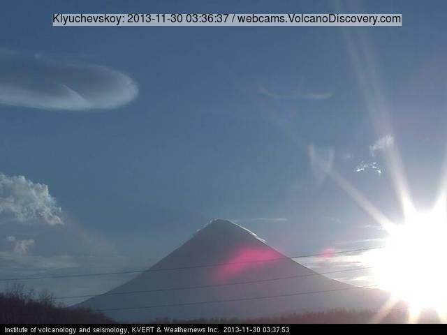 Klyuchevskoy volcano this morning (KVERT webcam)