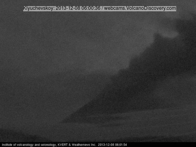 Ash  plume from Klyuchevskoy yesterday morning (KVERT webcam)
