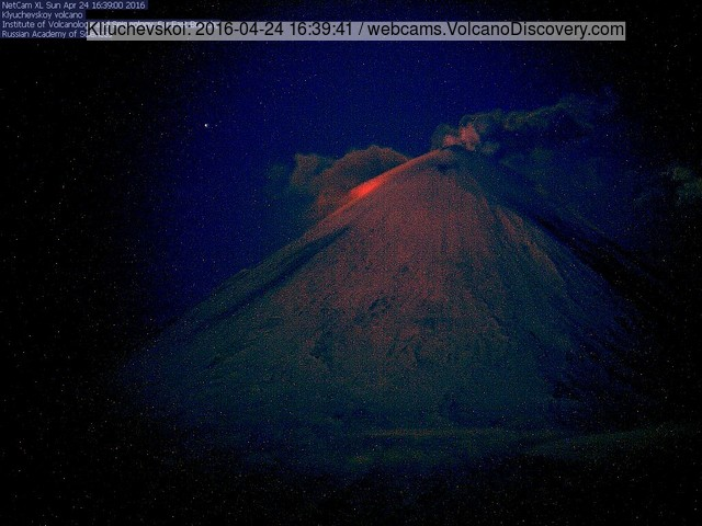 Klyuchevskoi volcano this morning with what is likely a new lava flow (KVERT webcam)