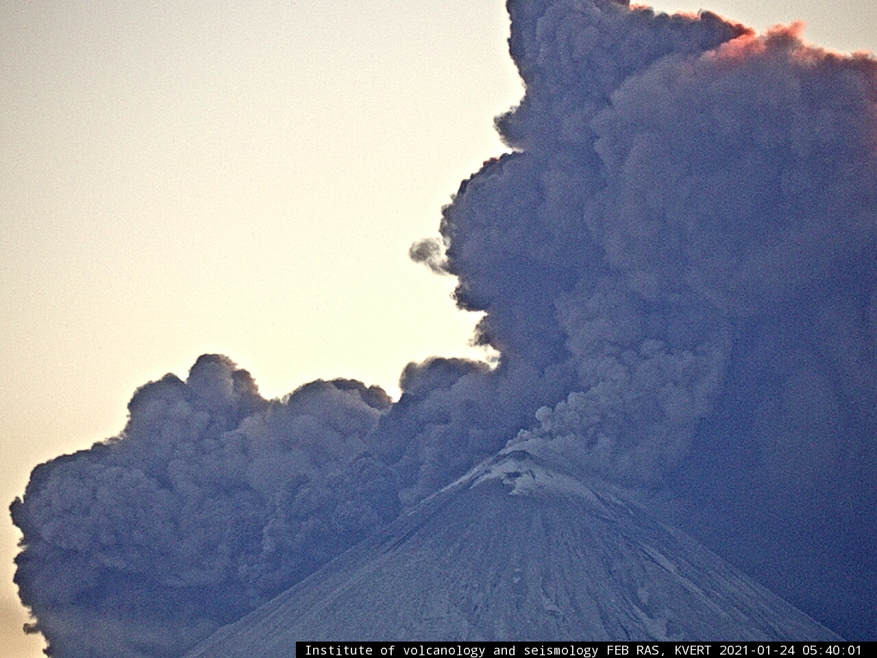 Pyroclastic flow on Klyuchevskoy volcano earlier today (image: KVERT webcam)