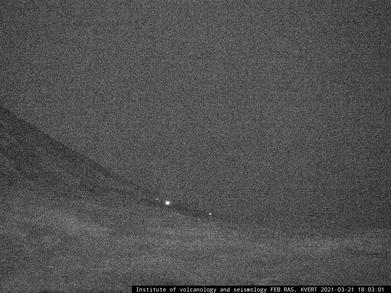 Weakening glow over the past few days from the cinder cone of Klyuchevskoy volcano indicates gradually decreasing activity (image: KVERT)