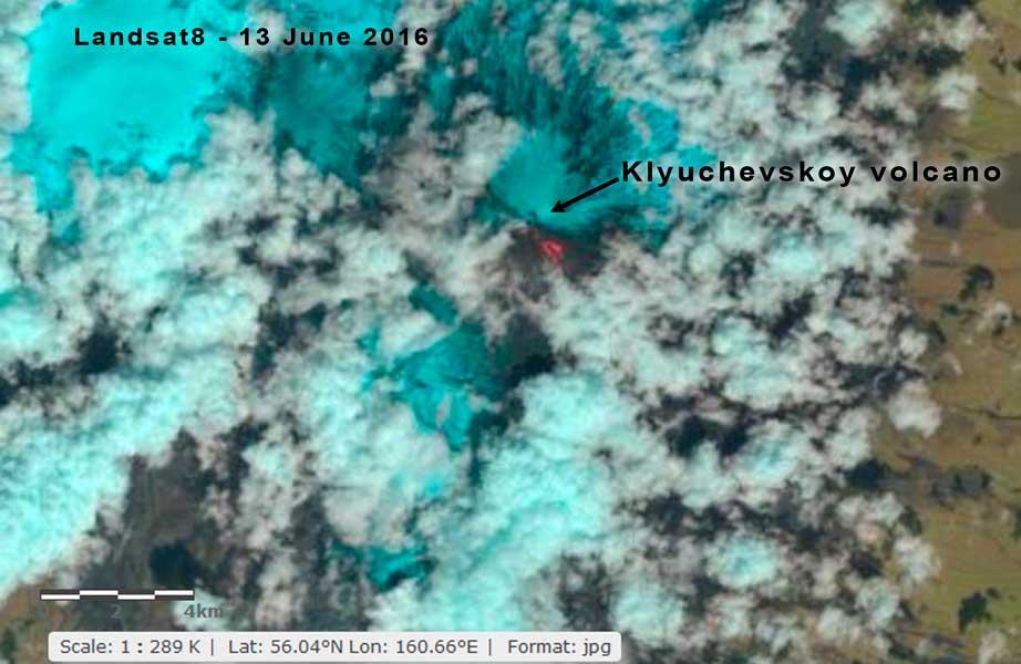 The two lava flows of Klyuchevskoy volcano seen on the latest Landsat 8 satellite image (USGS/Landsat 8)