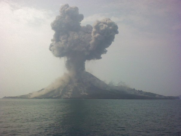 Violent eruption on Aug 11, 2009 (Photo courtesy: Yohannes Tyas Galih Jatis)
