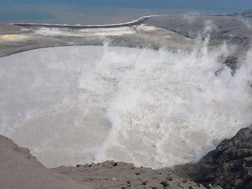 The crater lake of Anak Krakatau as observed on 15 or 16 Aug 2019 (image: Stefan Tommasini / facebook)