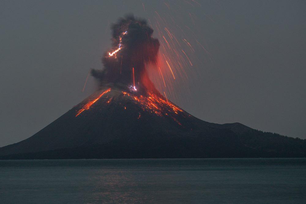 Vulcanian eruption with lightning at Krakatau (image: Martin Rietze / www.mrietze.com)