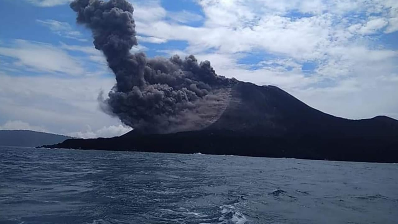 Eruption from Anak Krakatau this morning (photo from Andi's local guide and friend in Carita, Lanik and Roman)