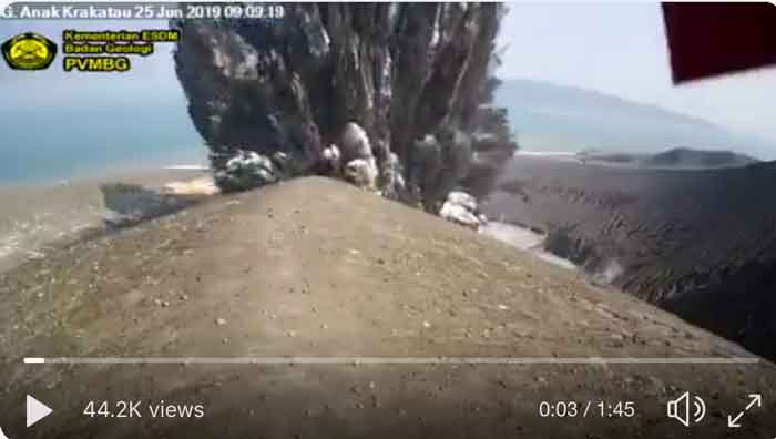 This morning's explosion at Krakatau (image: PVMBG)