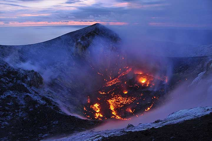 The growing lava dome inside Anak Krakatau's summit crater on 26 March 2012 (photo: Andi Rosati / VolcanoDiscovery)