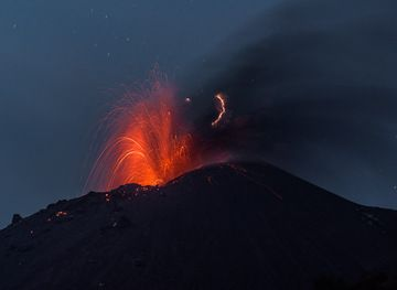 Mild strombolian activity in the evening of 14 Oct 2018 (Tom Pfeiffer / VolcanoDiscovery)