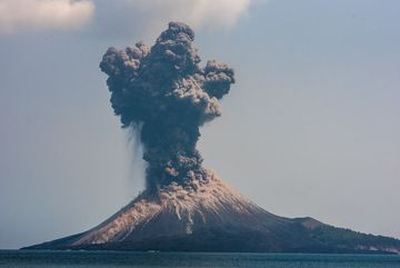 Vulcanian explosion during the morning of 17 Oct 2018 (image: Tom Pfeiffer / VolcanoDiscovery)